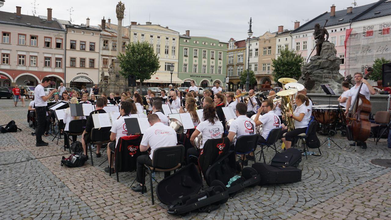Ad Hoc harmonieorkest in Slottuintheater